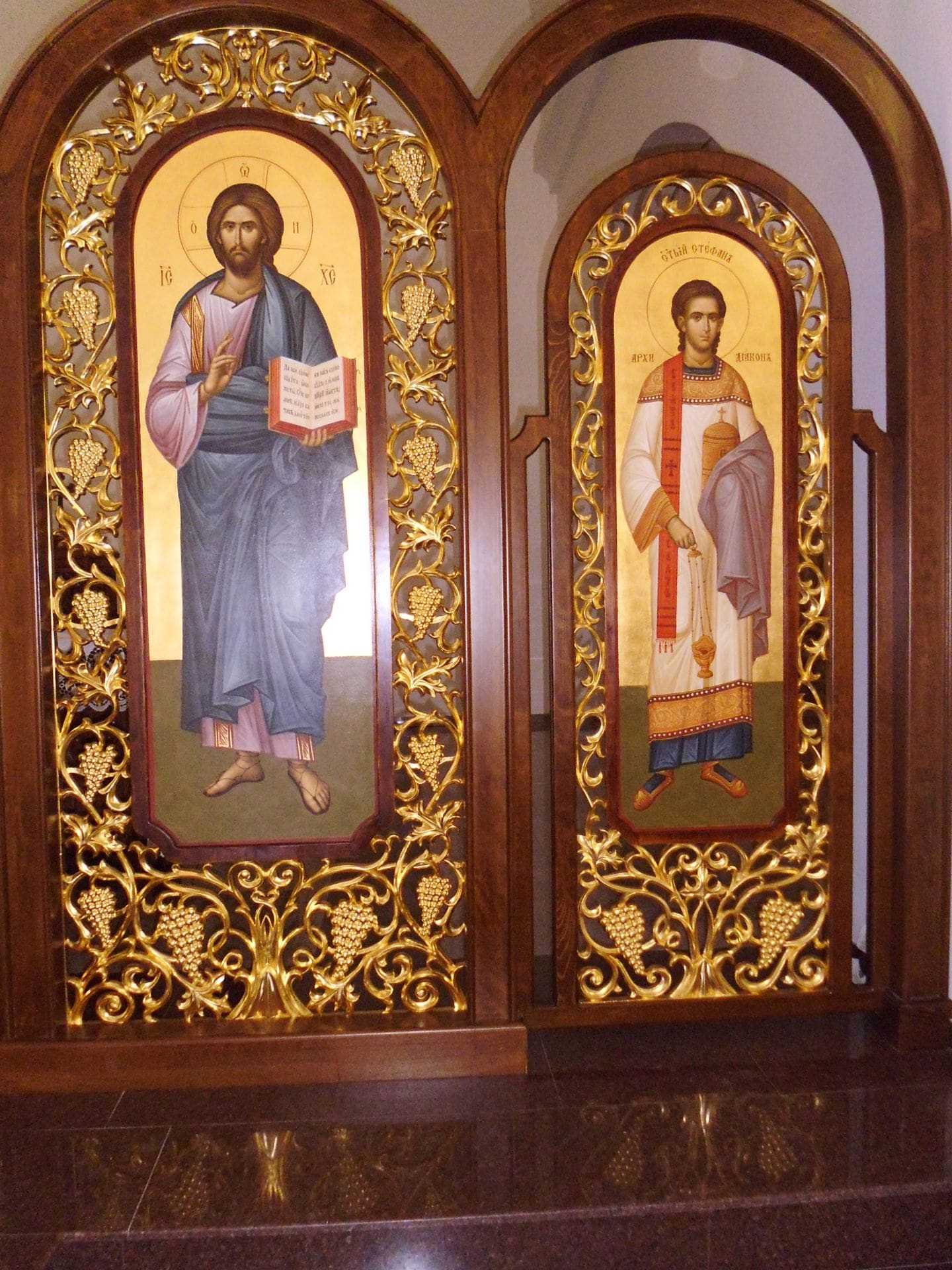 обзавеждане за църкви и манастири