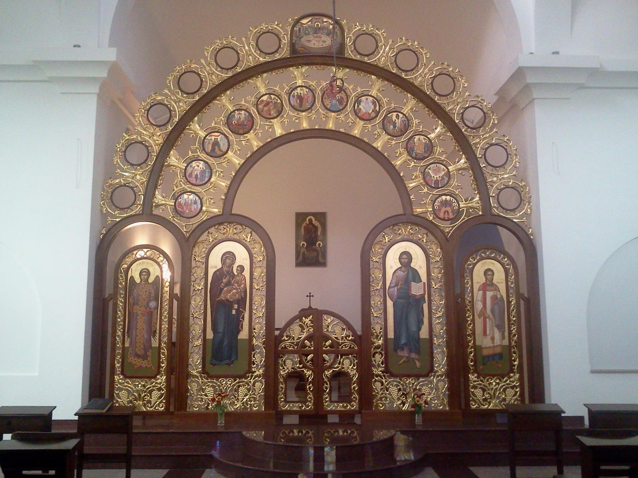 Мебели по поръчка София, мебели за църкви, иконостас манастир Свети Дух