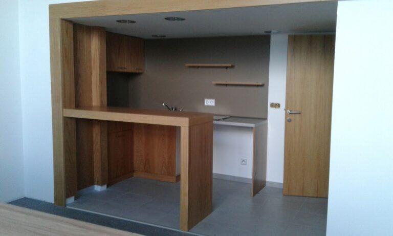 Офис двуетажен с кухня