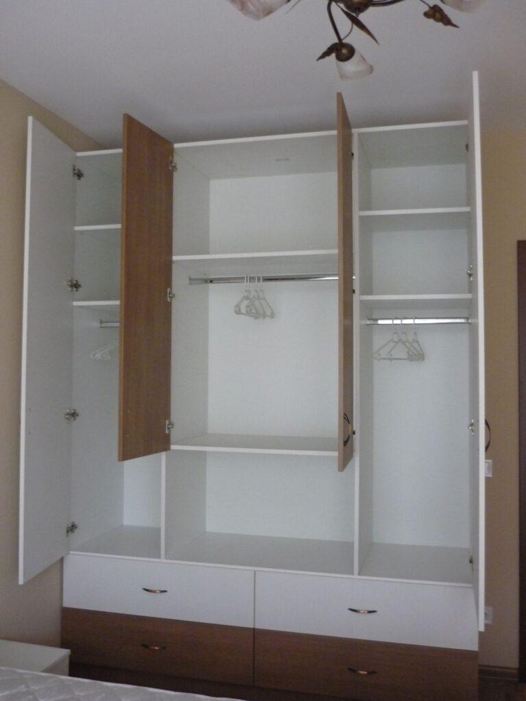 Спалня Диана_гардероб отворен